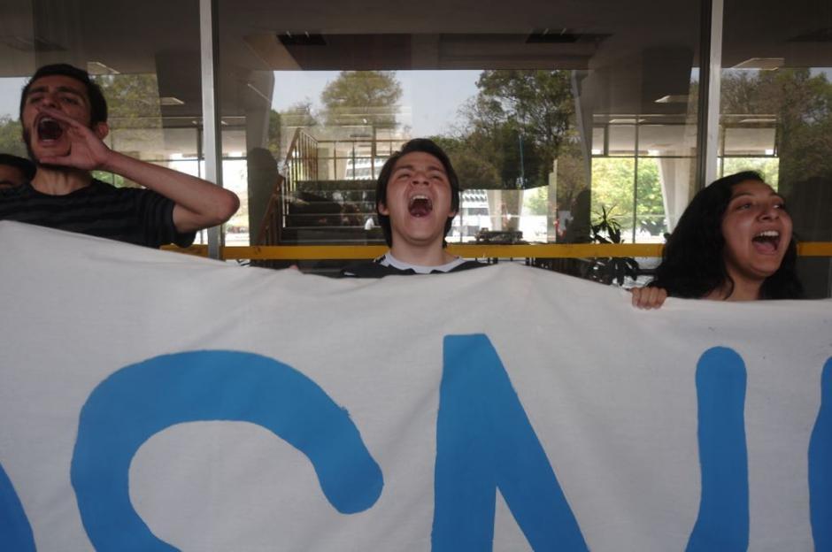 Los estudiantes manifestaron dentro de las instalaciones. (Foto: Jesús Alfonso/Soy502)