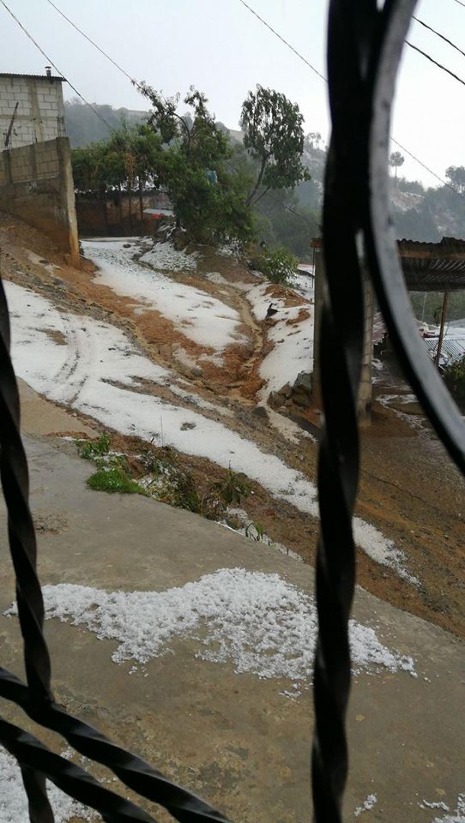 El frío intenso en el municipio provocó que se formara granizo. (Foto: elclimaenguatemala.blogspot.com)