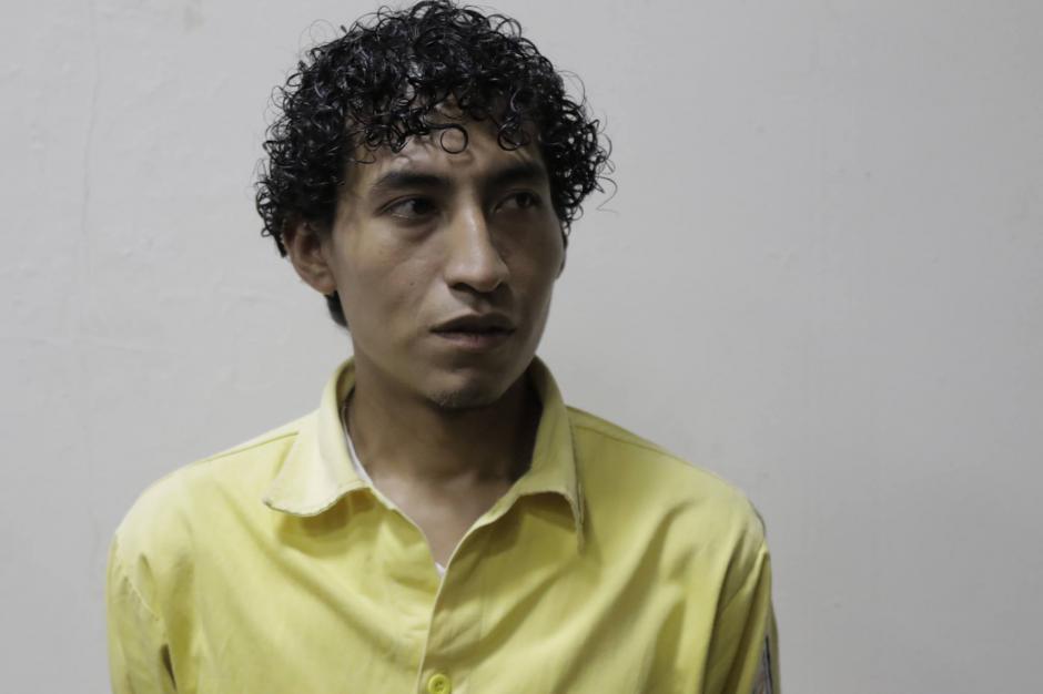 Horacio López es de la cuadrilla de Guatemala y tiene siete años de apagar incendios. (Foto: Alejandro Balán/Soy502)
