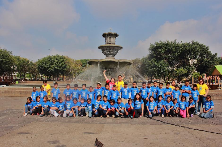 Los pequeños lectores viajaron a la ciudad de Guatemala como parte del incentivo. (Foto: Germán Velásquez)