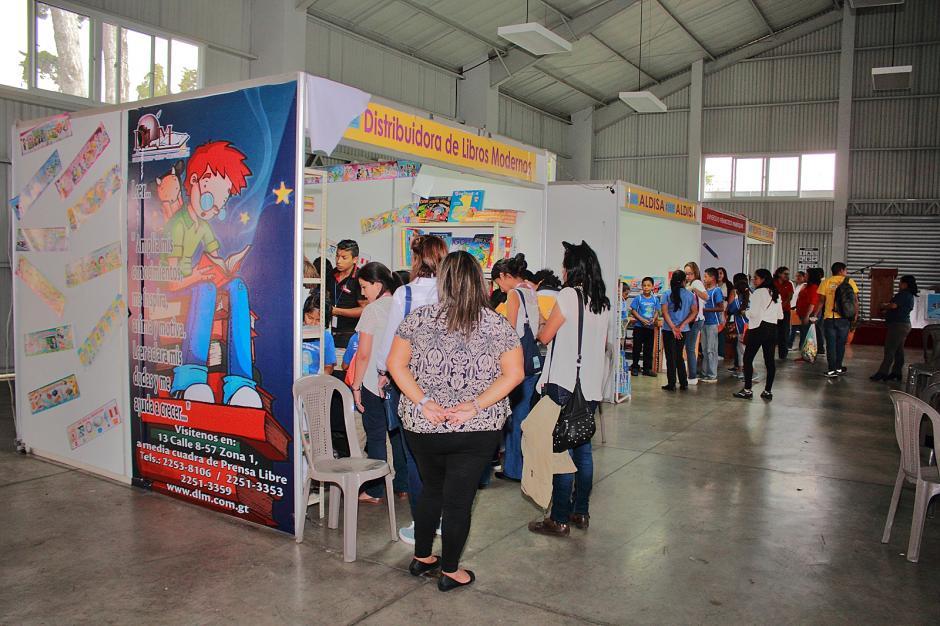 También llegaron al Parque de la Industria para escoger el libro de su preferencia. (Foto: Germán Velásquez)