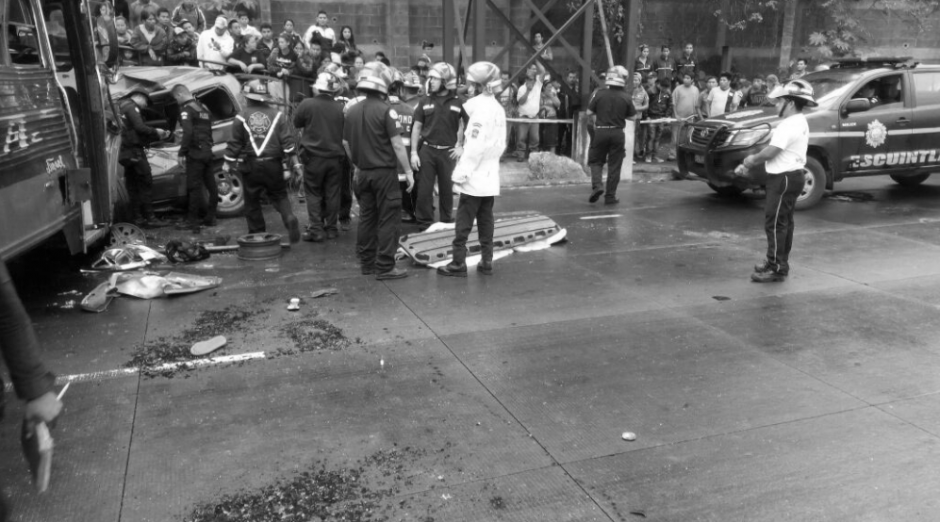 Los bomberos Municipales y Voluntarios atendieron la emergencia. (Foto: Provial)