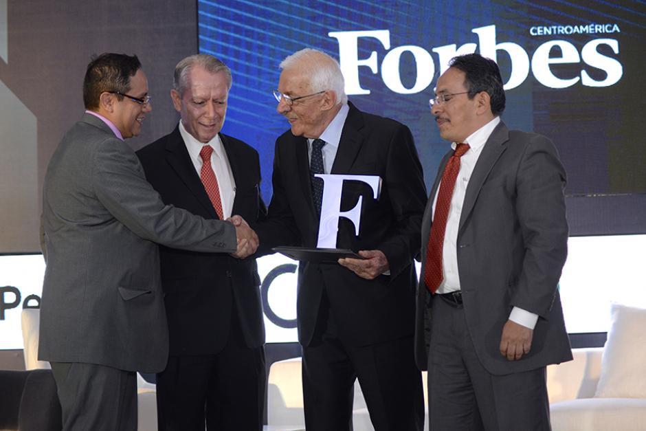 El empresario guatemalteco fue galardonado con el Reconocimiento a la Excelencia Empresarial. (Foto: Cecilia Vicente López/ND)