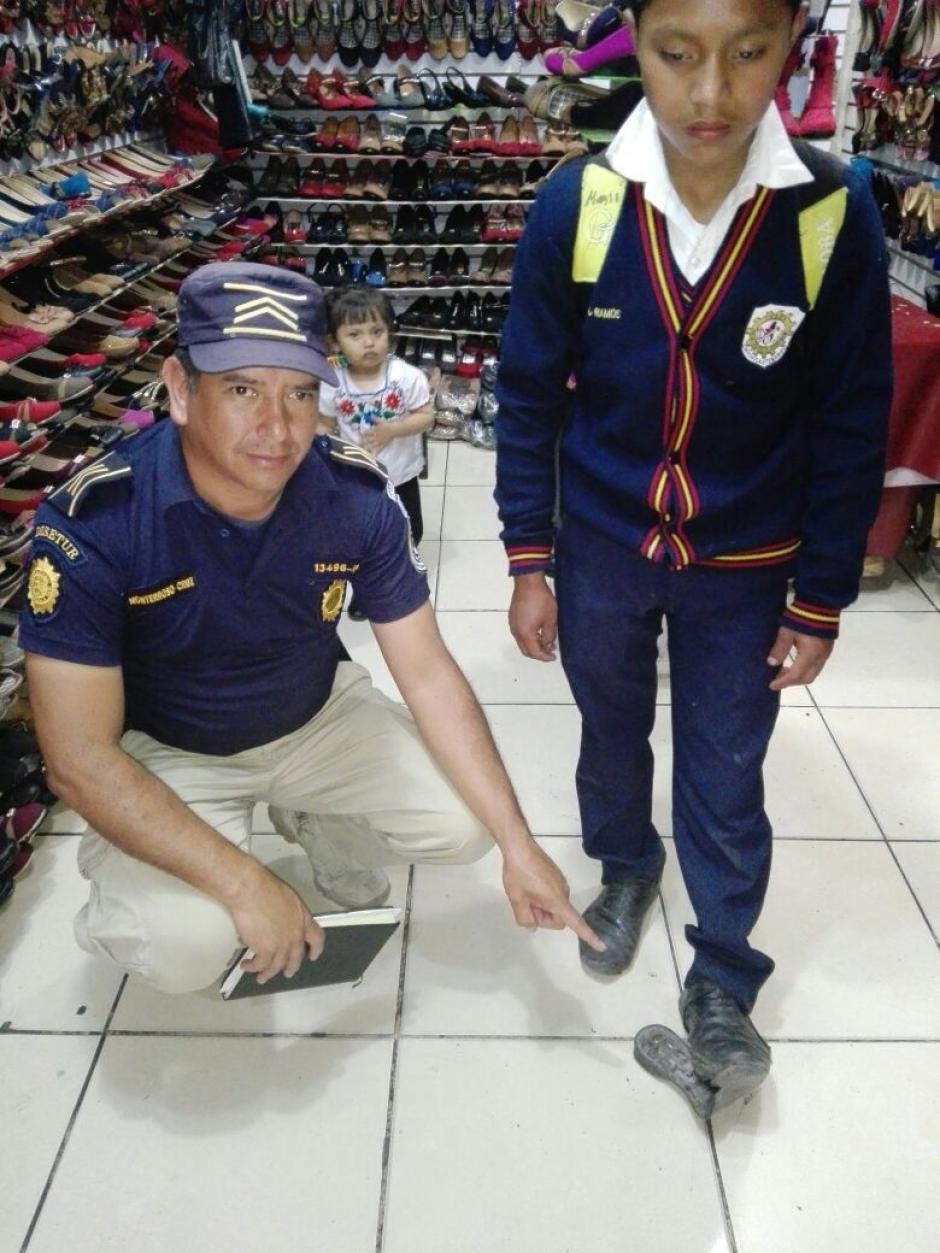 Los agentes encontraron al niño en la calle. (Foto: PNC)