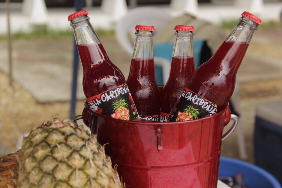 La Caribeña es una bebida con una mezcla de jamaica y piña. (Foto: Fredy Hernández/Soy502)