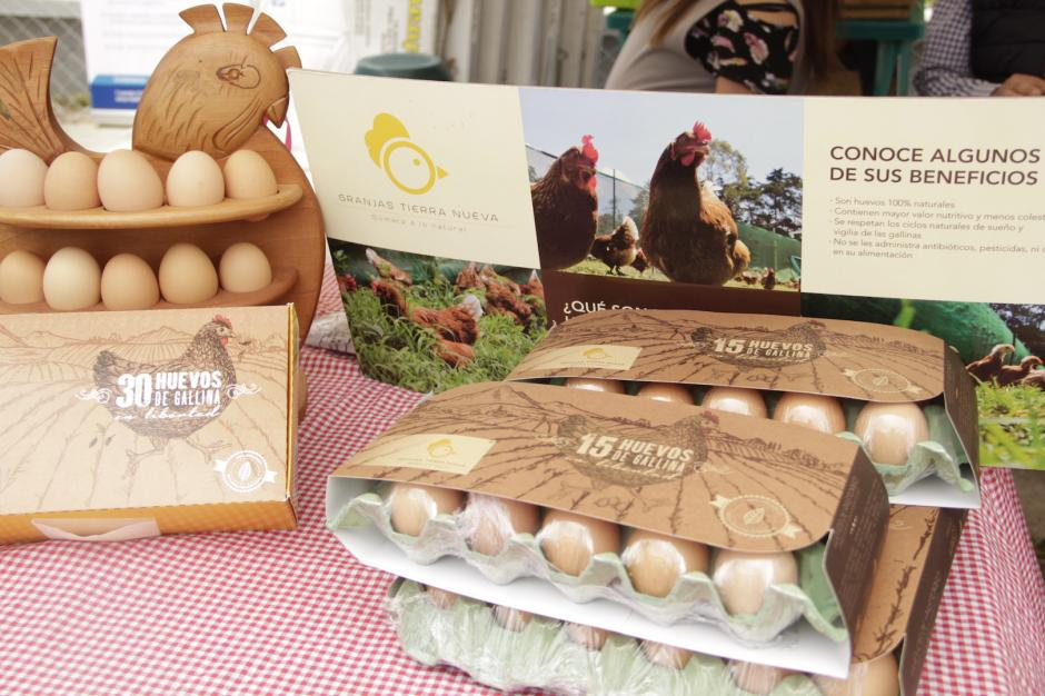 También ofrecen productos orgánicos como los huevos de patio. (Foto: Fredy Hernández/Soy502)