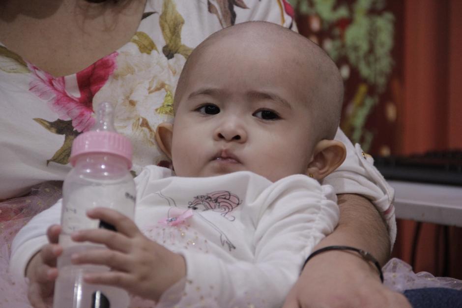 La pequeña Montserrat lucha contra la leucemia y los doctores dicen que es una guerrera. (Foto: Fredy Hernández/Soy502)
