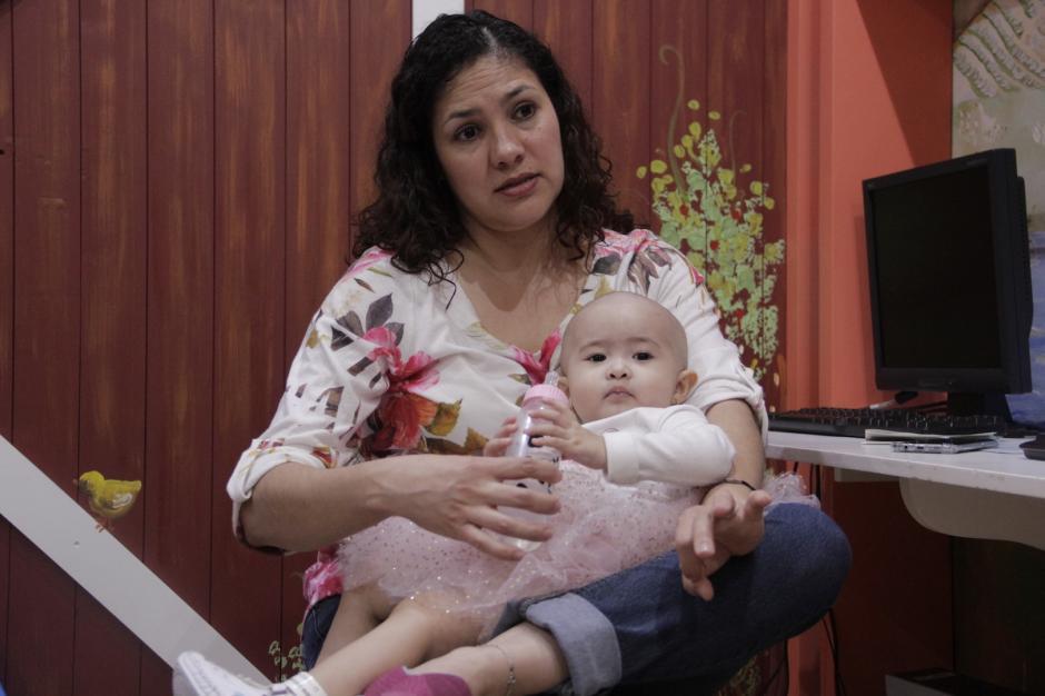 Claudia y Montserrat viven una etapa especial y dura en sus vida. (Foto: Fredy Hernández/Soy502)