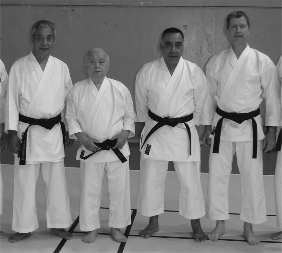 Carlos Molina junto con su maestro Kenei Mabuni y otros alumnos. (Foto: Carlos Molina)