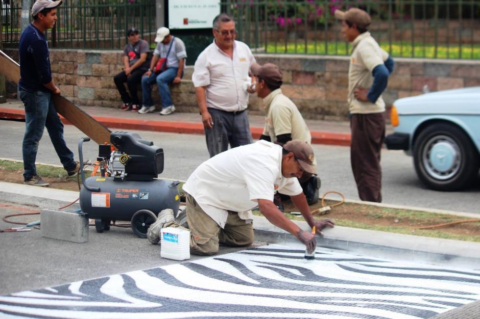 El proyecto cuenta con el apoyo de voluntarios para señalizar las calles. (Foto: Zoológico La Aurora)