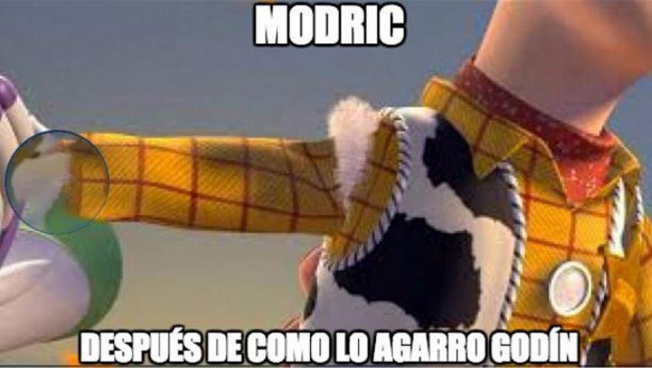 Modric recibió un cariñito de Godín. (Foto: Twitter)