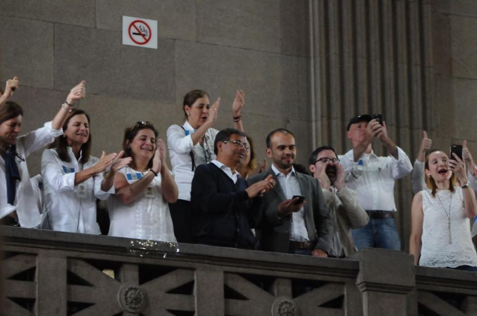 """Las organizaciones sociales del """"No"""" gritaron y aplaudieron durante la sesión. (Foto: Jesús Alfonso/Soy502)"""