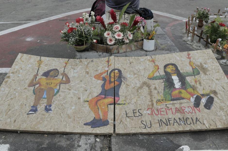 Grupos de mujeres piden que esta tragedia no se quede impune y que los responsables paguen. (Foto: Alejandro Balán/Soy502)