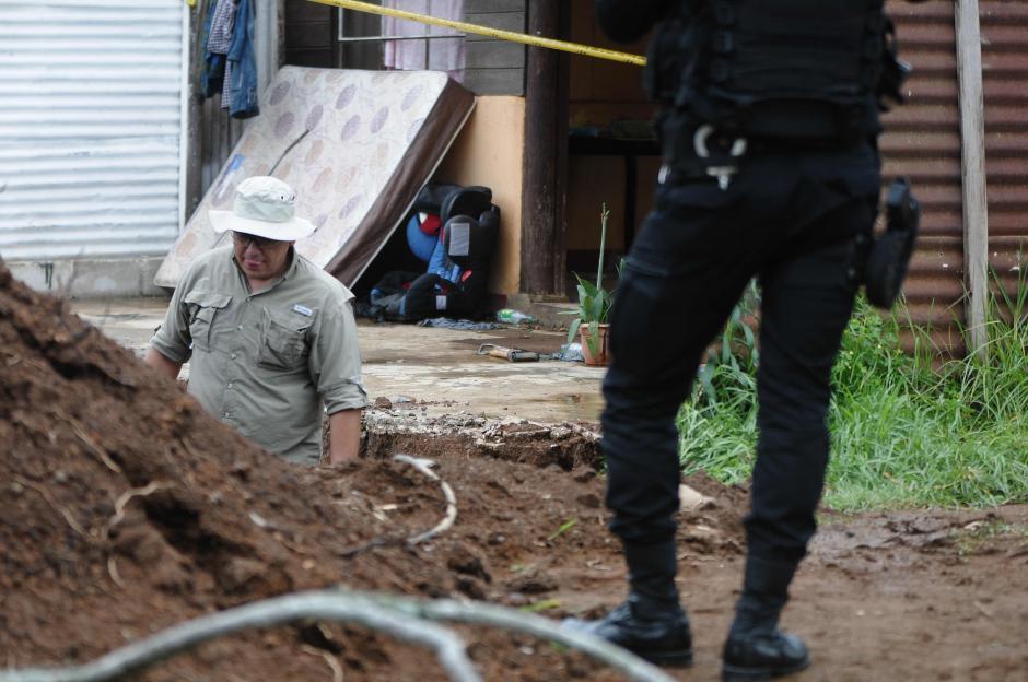 Al lugar llegaron arqueólogos para evaluar el área y los antropólogos se encargan de verificar si son restos humanos. (Foto: Jesús Alfonso/Soy502)