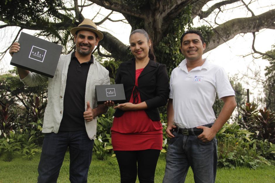 Carlos y su equipo de trabajo buscan que su producto se establezca en el gusto de los guatemaltecos. (Foto: Fredy Hernández/Soy502)