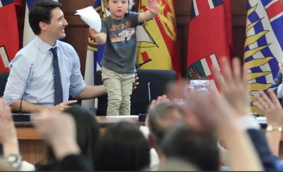 El pequeño convocó a una conferencia de prensa. (Foto: facebook)