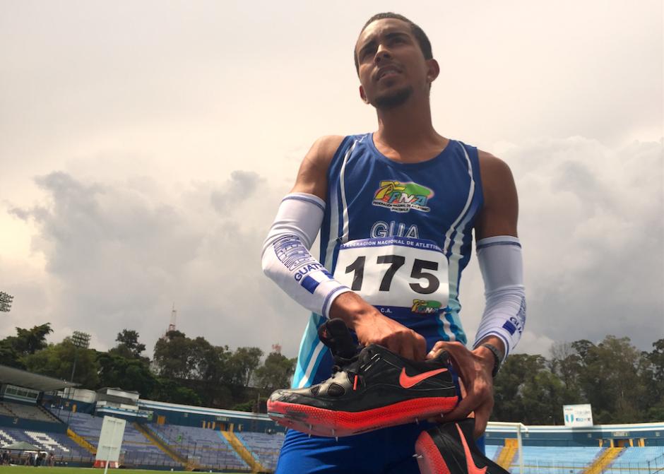 Franzua reconoció que compite con zapatillas de salto prestadas ya que la Fedeatletismo no se las compra. (Foto: Luis Barrios/Soy502)