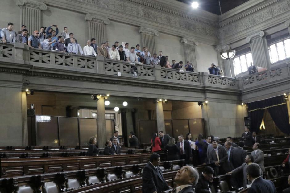 Los alcaldes le gritaron a los diputados al finalizar la sesión. (Foto: Alejandro Balán/Soy502)