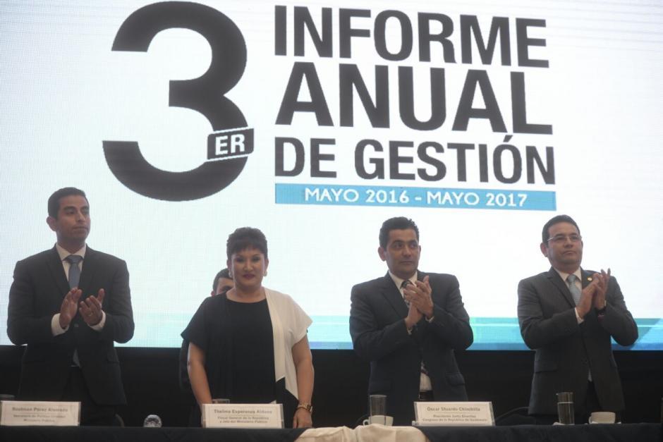 En la presentación del informe estuvo presente Jimmy Morales, así como Óscar Chinchilla, presidente del Congreso, y otras personalidades. (Foto: Wilder López/Soy502)