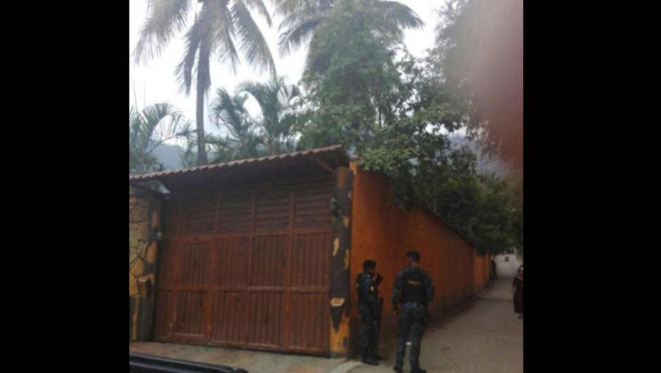 Así es el ingreso a la casa del supuesto narcotraficante. (Foto: MP)