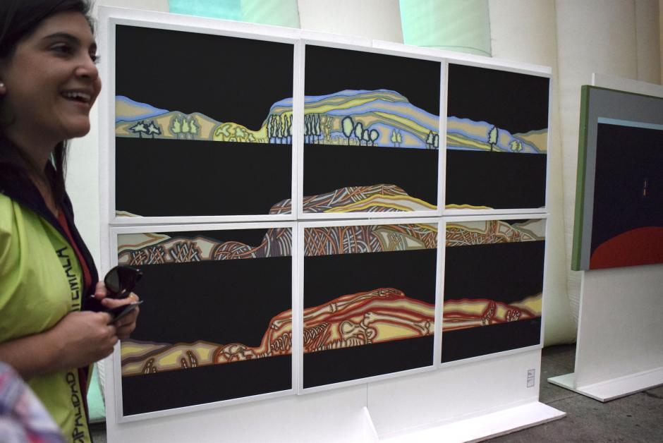 Las pinturas llaman la atención de los visitantes. (Foto: Adriana Ligorría/Soy502)
