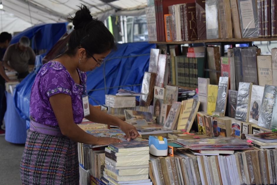 Si te gusta la lectura, puedes encontrar una gran variedad de obras literarias.  (Foto: Adriana Ligorría/Soy502)