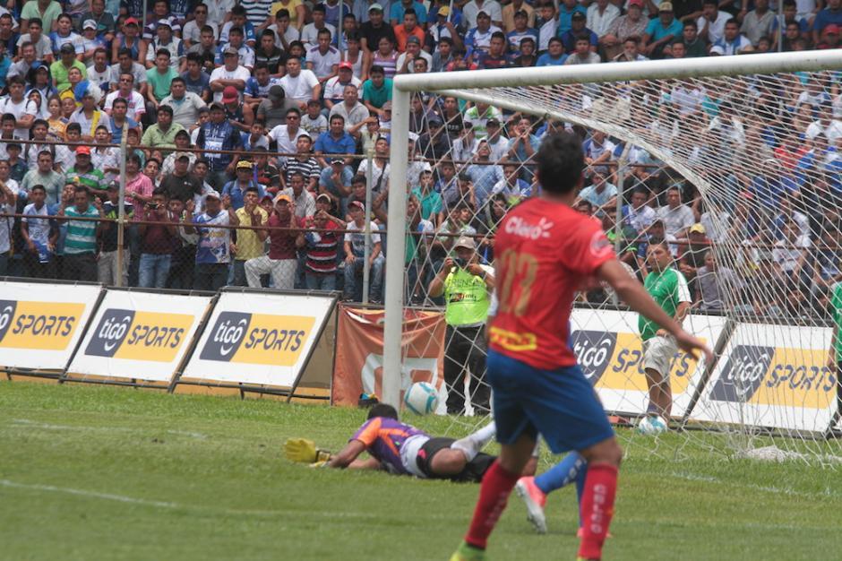 El portero de Suchi fue contundente para detener varias llegadas de los rojos. (Foto: Luis Barrios/Soy502)