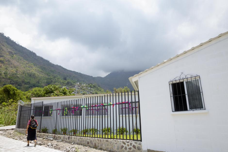 Así luce la fachada de la nueva Telesecundaria de Tzununá.  (Foto: George Rojas/Soy502)