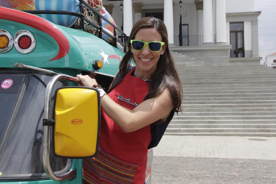 Paola Sosa se siente emocionada por la buena aceptación de los guatemaltecos a su proyecto. (Foto: Fredy Hernández/Soy502)