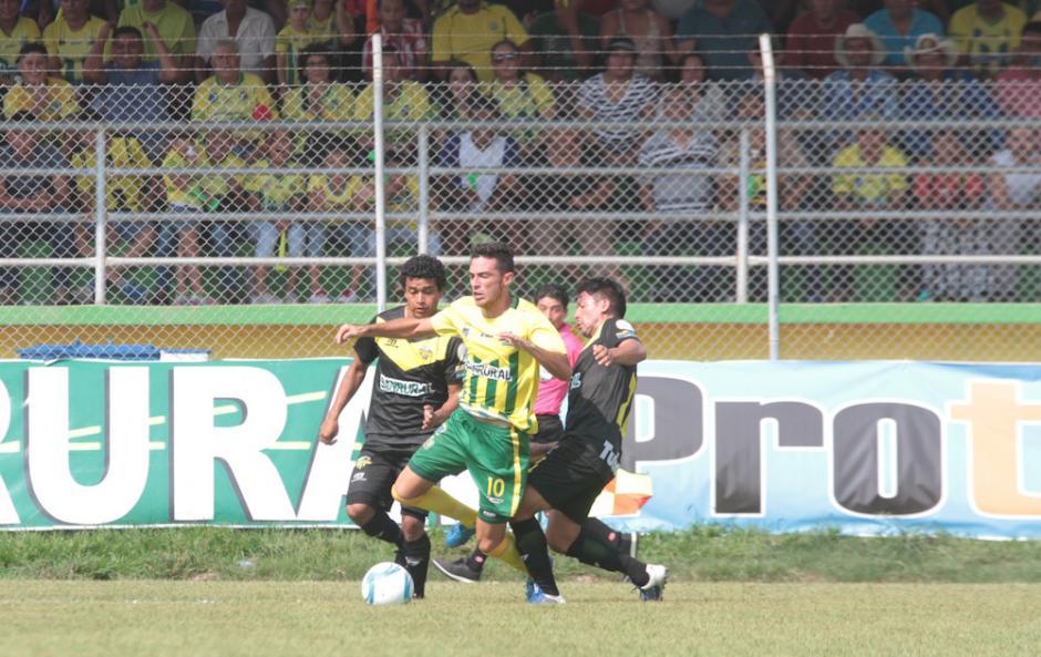 Con tres anotaciones, dos de Jorge Vargas y uno de Ángel Rodríguez, Guastatoya se queda con la victoria.  (Foto: Luis Barrios/Soy502)