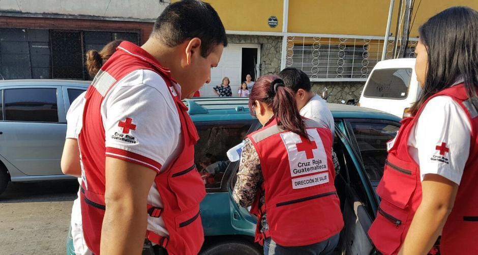 Los paramédicos asistieron de inmediato a la madre. (Foto: Cruz Roja)