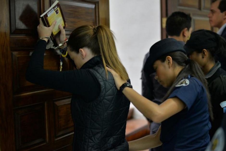 Muchos de los señalados por casos de corrupción se acompañan de libros durante su llegada a los tribunales. (Foto: archivo/Soy502)