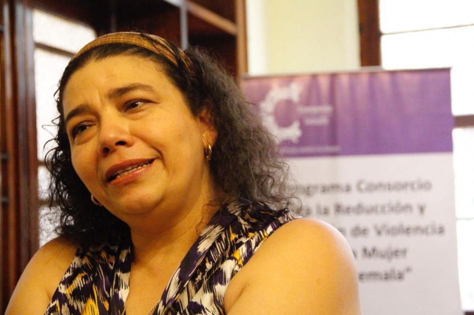 Mirna Montenegro de OSAR explica que es necesario empoderar a las mujeres y niñas guatemaltecas para que denuncien cualquier violencia sexual. (Foto: Manuela Trillos/Soy502)