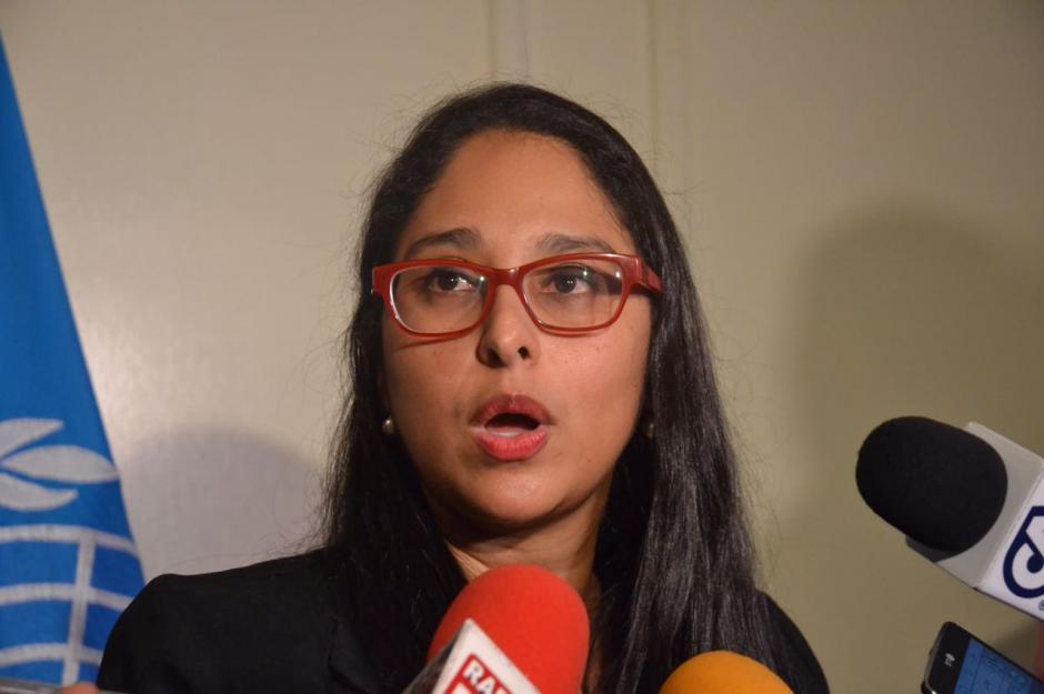 Odeth Alvarado de la PNUD dio a conocer los detalles de la campaña para reducir la contaminación de océanos. (Foto: Rebeca Wolff/Soy502)
