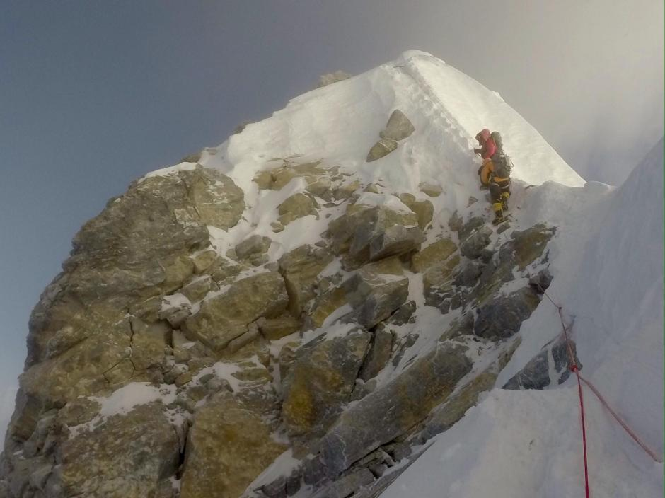 La parte que hace falta complicará el ascenso de los alpinistas. (Foto: Tim Mosedale)