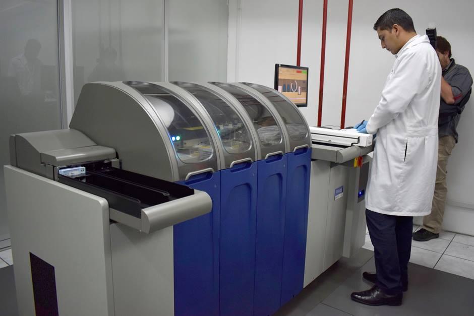 Hasta la fecha se han impreso 188 mil 49 DPI con las dos máquinas que tiene el Renap. (Foto: Adriana Ligorría/Soy502)