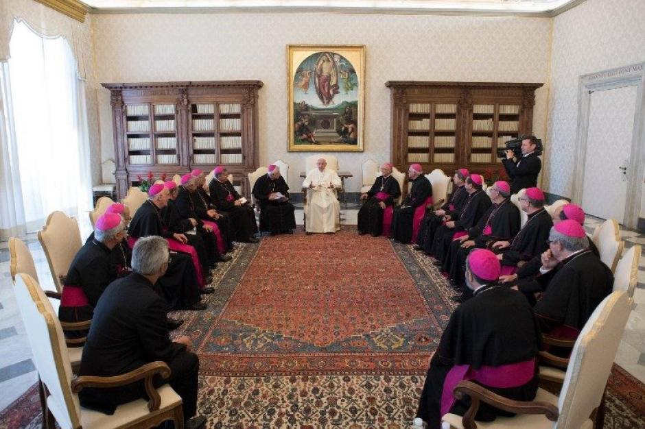 Quince obispos de la Conferencia Episcopal de Guatemala se reunieron con el Papa Francisco en Roma. (Foto: AFP)