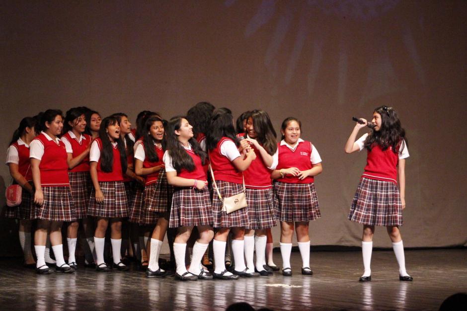 Las estudiantes de la escuela República de Argentina fueron las más animadas durante la inauguración. (Foto: Manuela Trillos/Soy502)