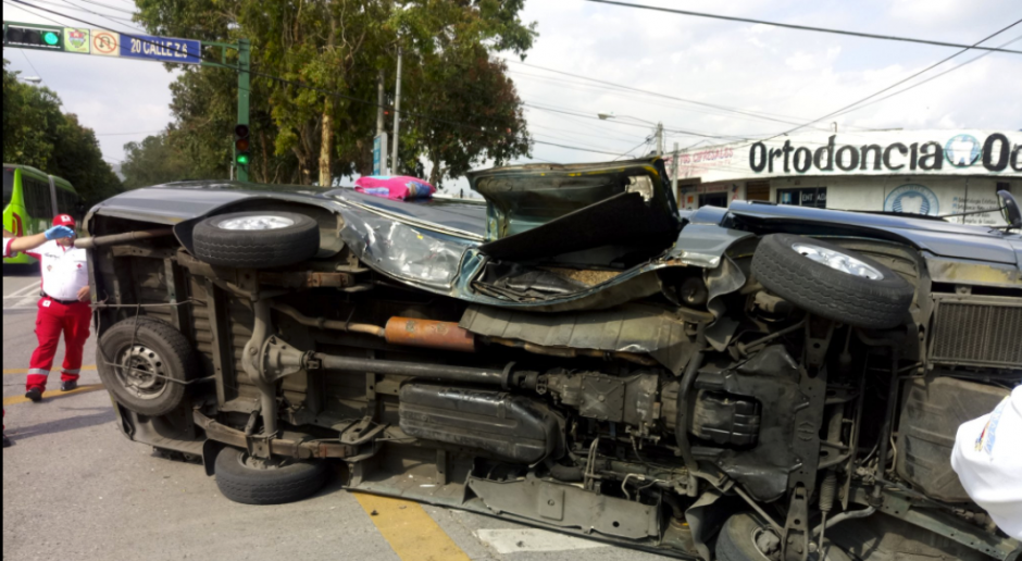 Al parecer un vehículo no respetó la luz de alto. (Foto: Cruz Roja)