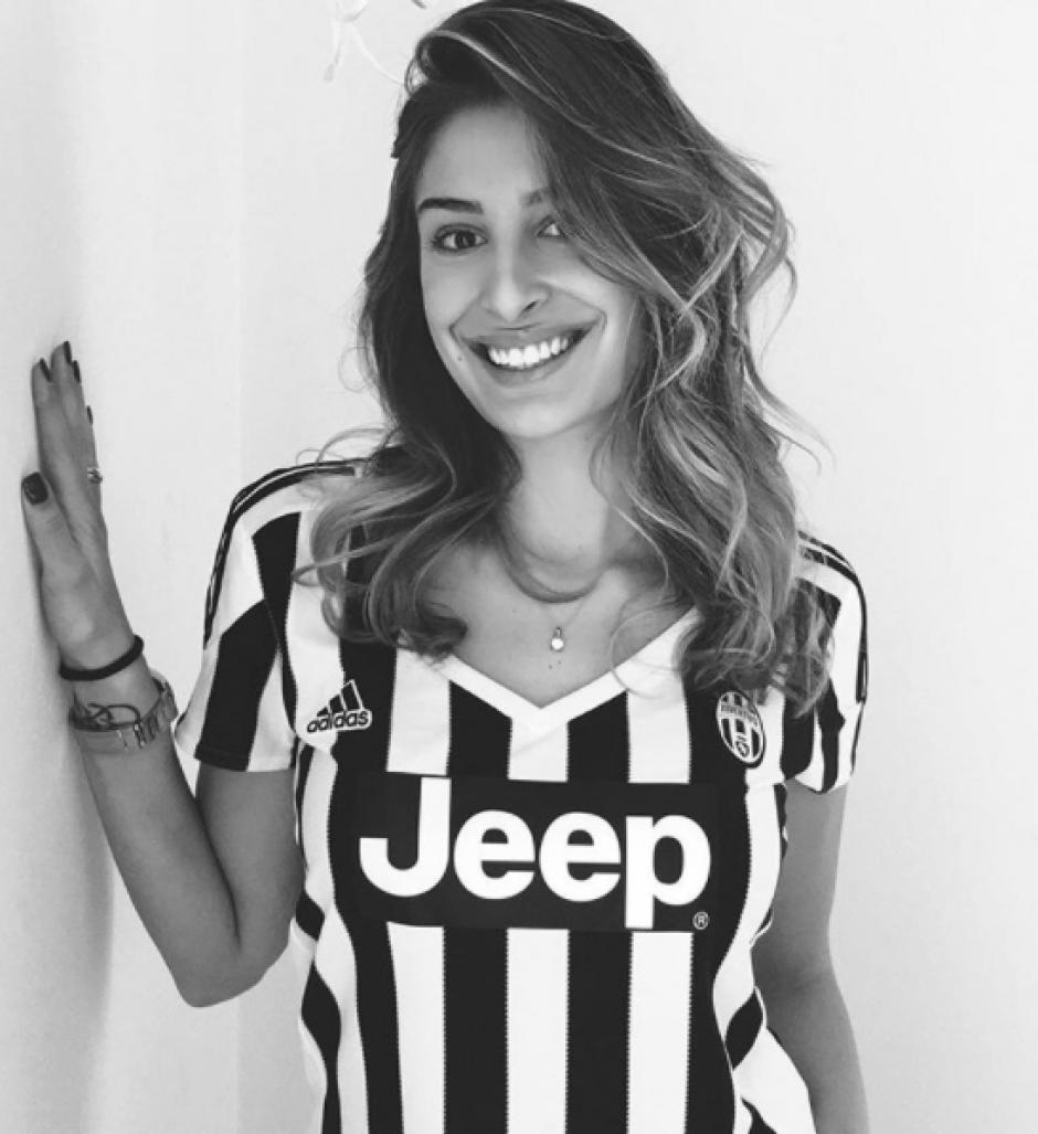 Valentina posa orgullosa con los colores de la Juventus. (Foto: Instagram)