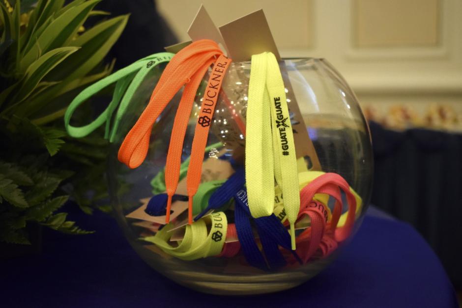 Las cintas se brindan a los voluntarios que se comprometan a ayudar a los demás. (Foto: Adriana Ligorría/Soy502)