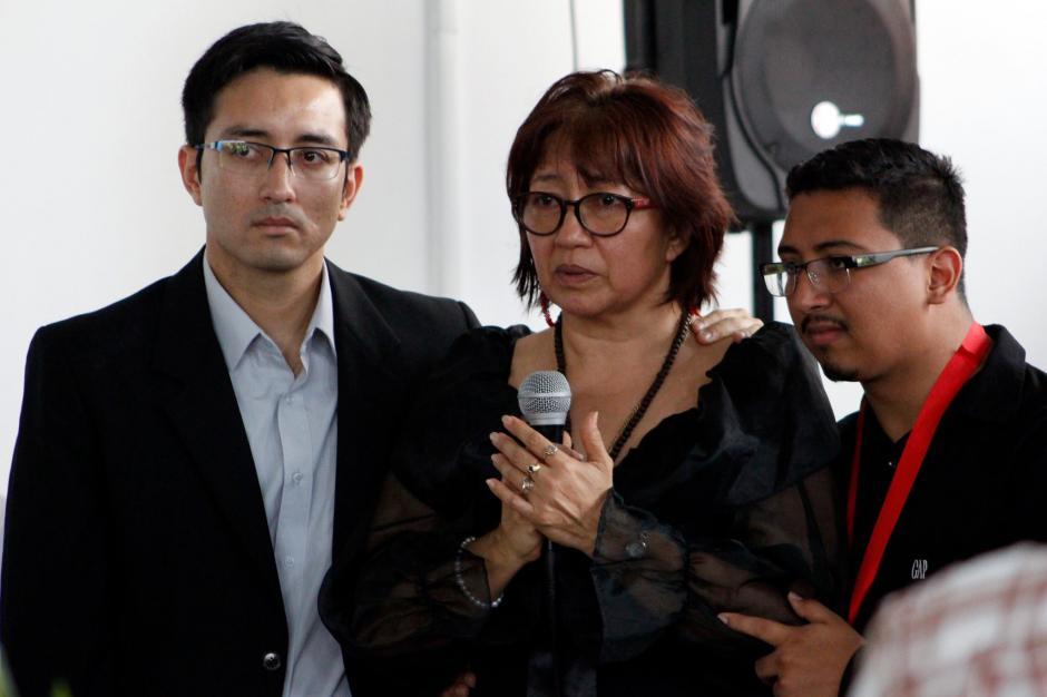 Ingrid Chew, esposa de Carlos, aseguró que el médico vivirá por siempre. (Foto: Manuela Trillos/Soy502)