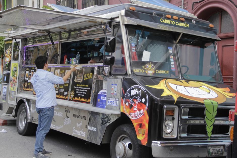 Los camiones de comida se han convertido en tendencia en los últimos años en Guatemala. (Foto: Fredy Hernández/Soy502)