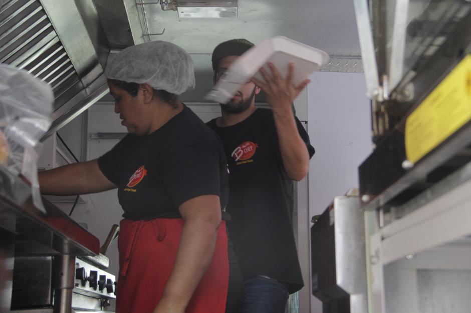 Cada camión cuenta con los utensilios necesarios para su especialidad. (Foto: Fredy Hernández/Soy502)