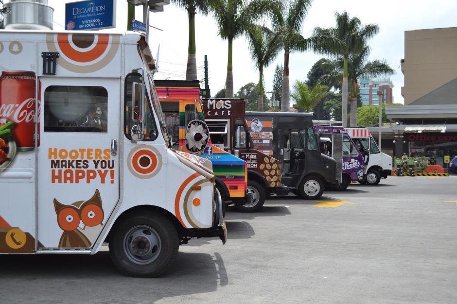 Son cerca de 20 camiones de comida los que se han aglomerado en la gremial. (Foto: Rebeca Wollf/Soy502)