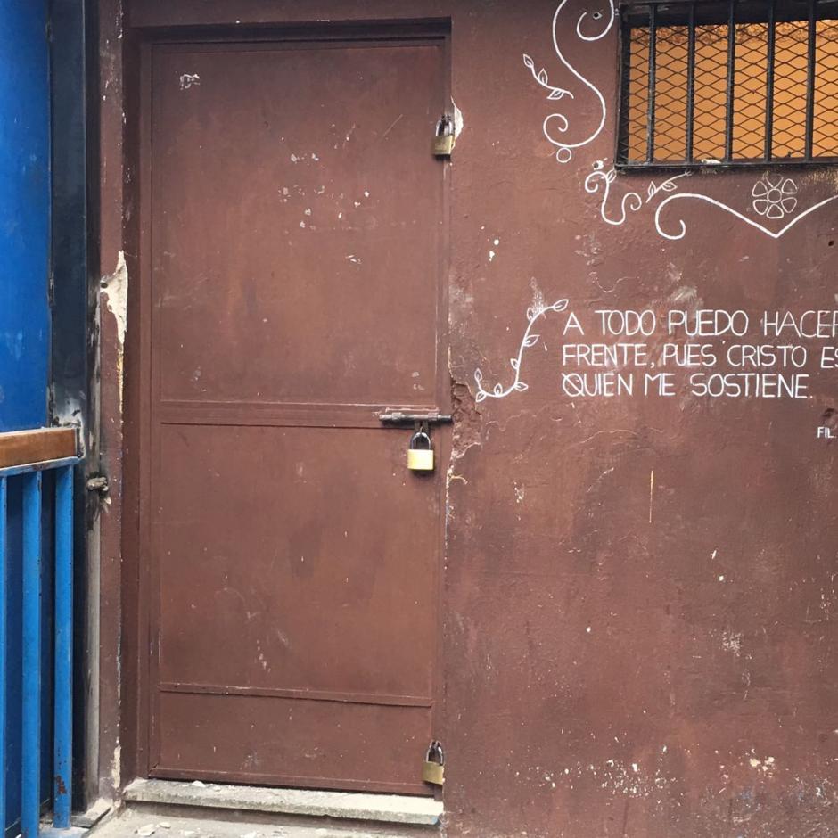 """Vista externa de la celda, cerrada con tres candados, donde fue ubicada """"La Patrona"""". (Soy502)"""