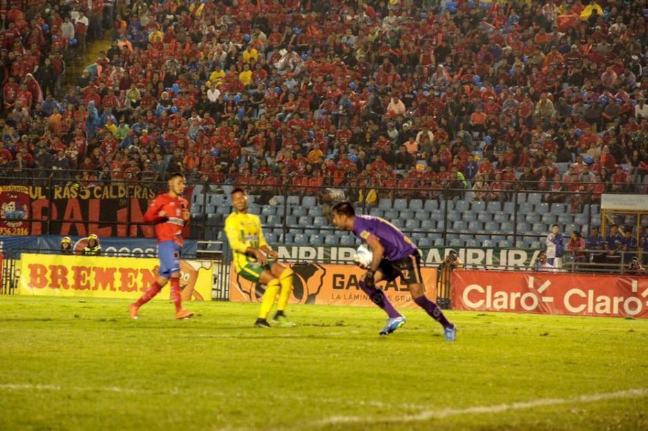 Guastatoya se plantó ante los rojos, pero no le alcanzó para ganar. (Foto: Fredy Hernández/Soy502)