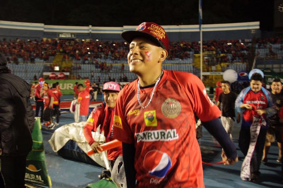 Los aficionados  dejaron sin celebración al plantel rojo. (Foto: Fredy Hernández/Soy502)