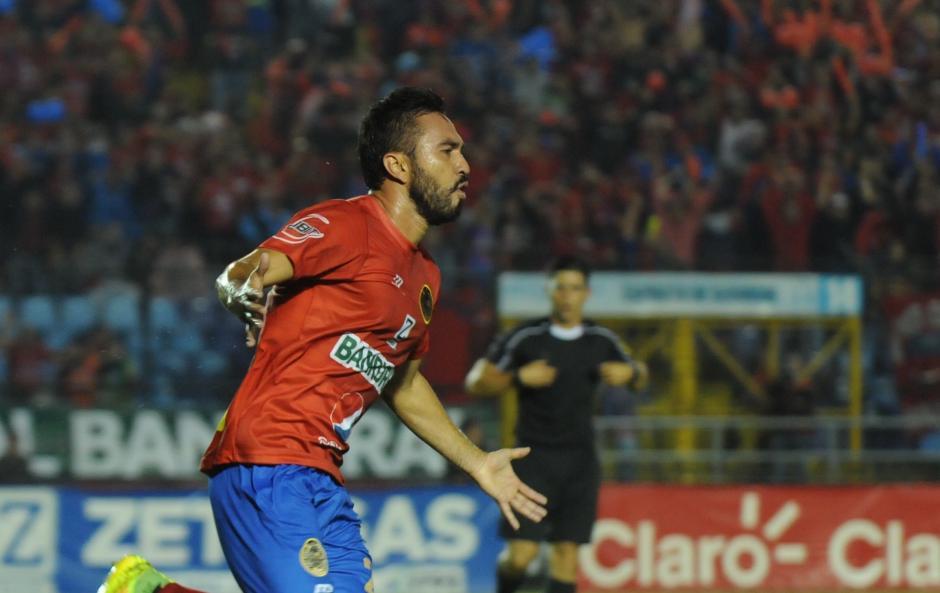 El mexicano anotó un golazo y enfila el triunfo para su equipo. (Foto: Luis Barrios/Soy502)