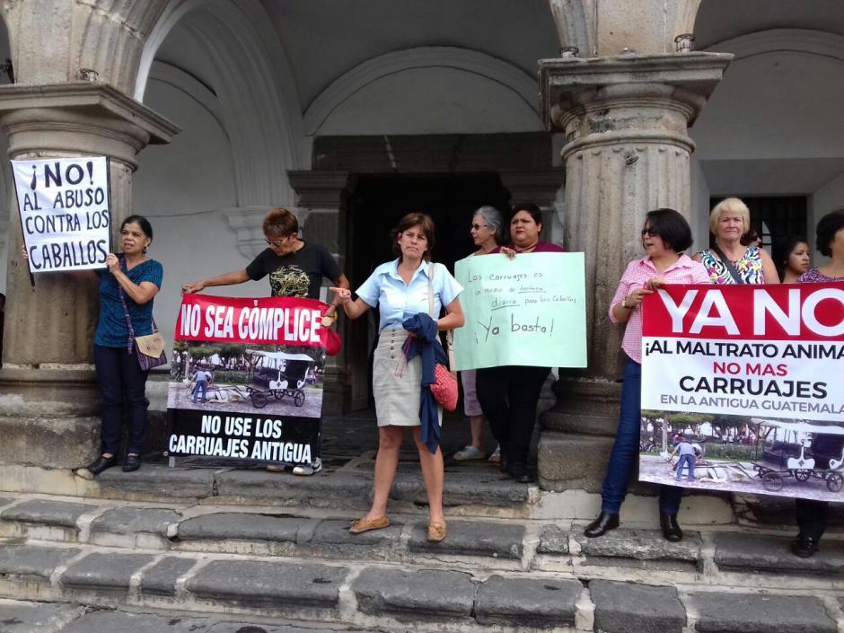 Los inconformes piden que se castigue a los responsables del maltrato animal. (Foto: Pablo Solís/Nuestro Diario)